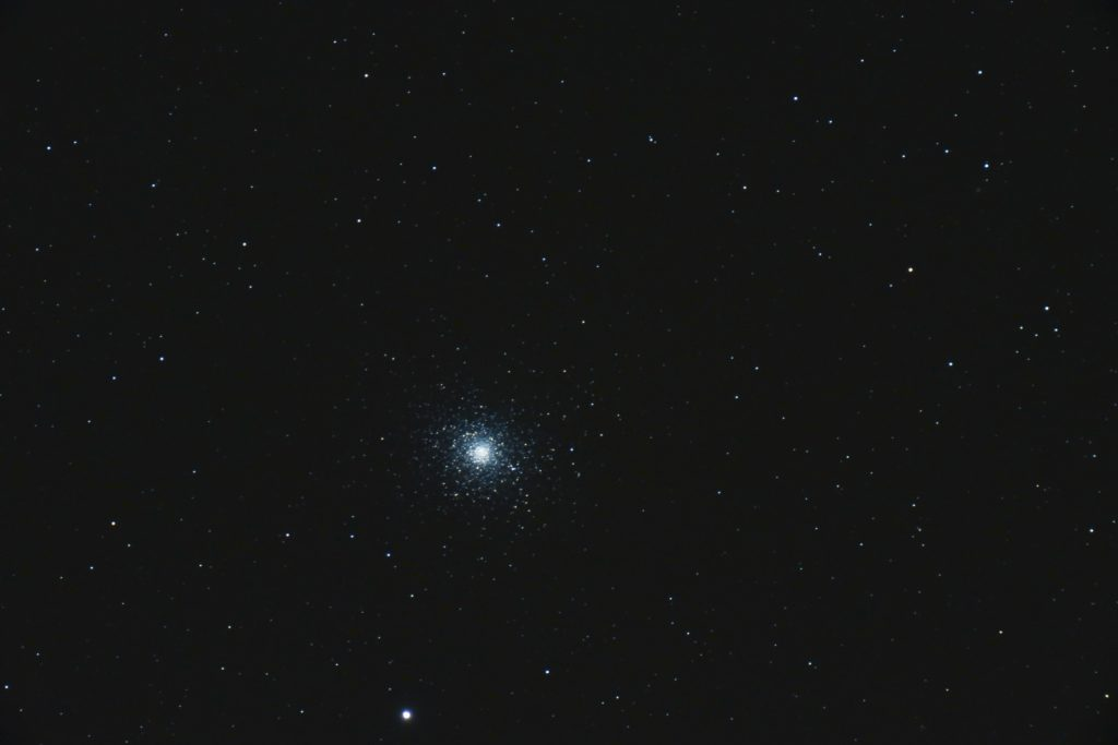 M5, 7x30s, ISO 3200, Nikon D750, Astro-Physics 127mm f/8, JPEG, not flats, dark or bias
