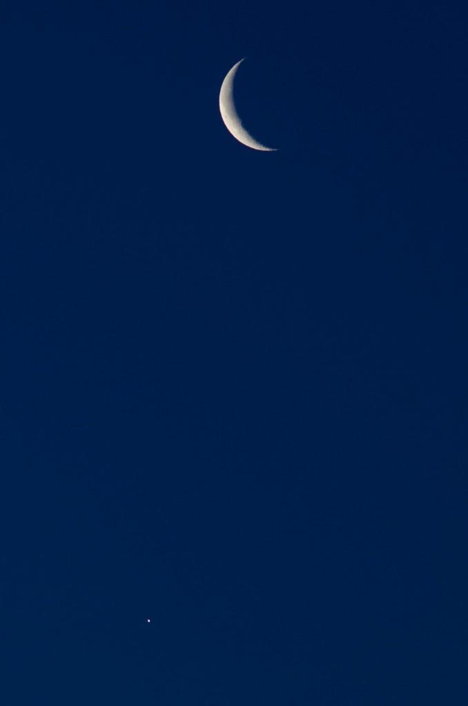 Moon and Venus, 1/50s at f/5.6, Nikon D7000, 180mm f/2.8, cropped