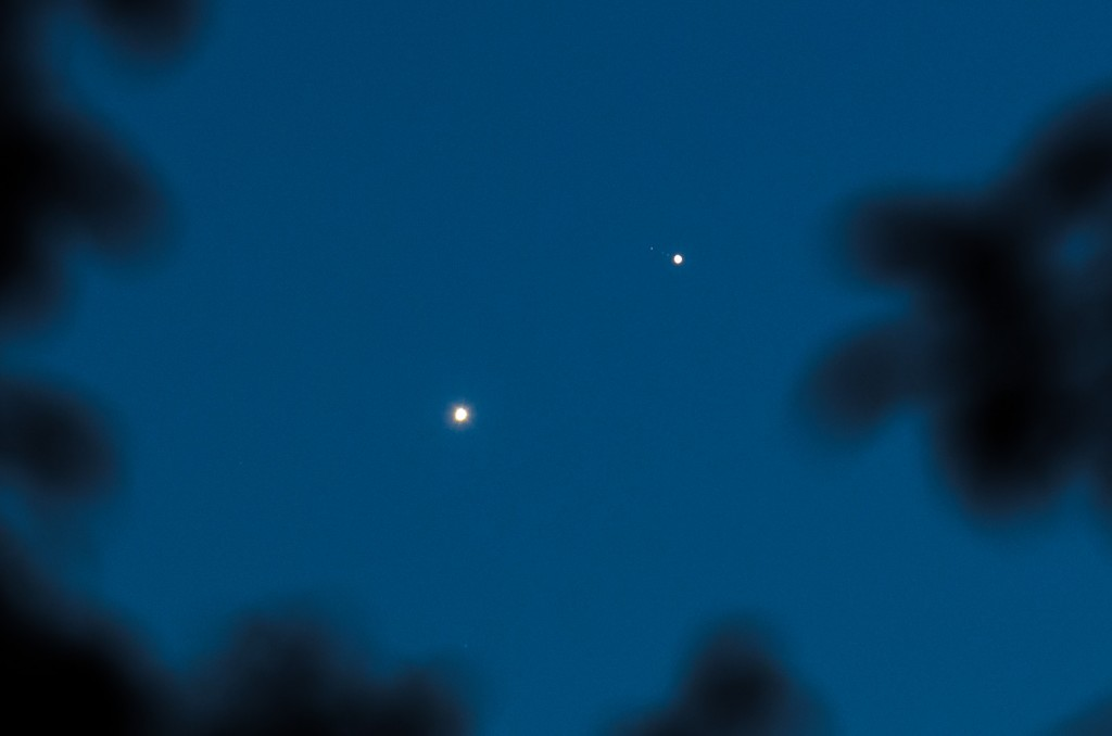 Venus and Jupiter 1 day after the conjunction. After June 30th conjunction the separation between Jupiter and Venus is growing again, Venus is at the lower left, jupiter at upper right, three of jupiters moons are faintly visible. Nikon D7000, AF-S Nikkor 70-200 f/4, ISO400, f/5.6, 1/3s