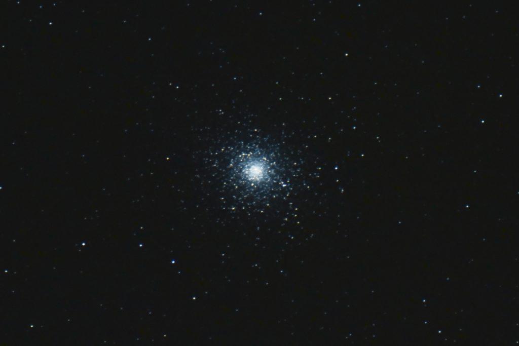 M5, 7x30s, ISO 3200, Nikon D750, Astro-Physics 127mm f/8, JPEG, not flats, dark or bias